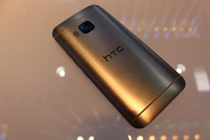 HTC One M9 trasero